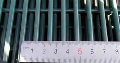 Measure 358 mesh size by a ruler, mesh size height 12.6mm
